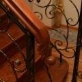 Лестница с художественной ковкой